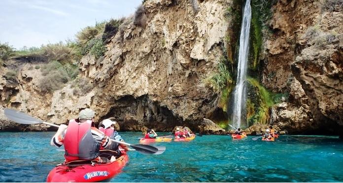 kayak en Maro estudiantes